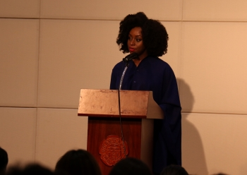 Chimamanda Ngozi Adichie gives a lecture on Aug. 20 at International Education Building. Photo by Yun Sol