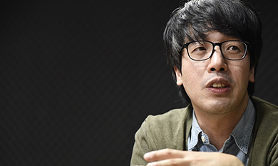 "oo Won-gyu, author of ""Made in Gangnam,"" shows the other side of the so-called democratic country, Korea, through his novel.  Photo provided by Joo Won-gyu."