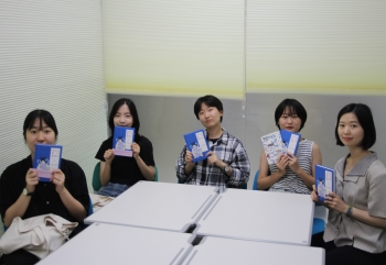 "Gu-o publishes a folktale adaption novel ""The Fairy Did Not Tolerate."" Photo by Joe Hee-young."