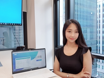 Cho Eun-byul, CEO of BabelTop, felt the inefficiency of the existing translating market and decided to launch her own company. Photo provided by BabelTop.