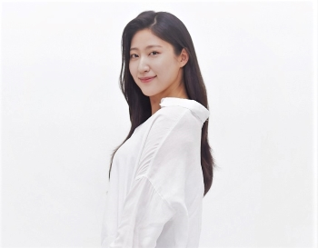 "Yeum Moon-kyoung, the writer of ""Giant Peng TV,"" aims to come up with more creative content. Photo provided by Yeum Moon-kyoung."