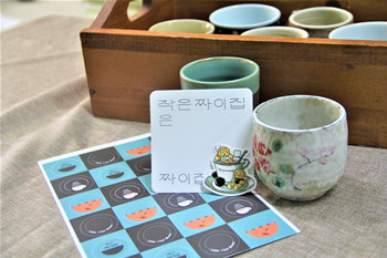 Ewha Little Chai House is showcasing characterized stickers and snackslike tapioca pearls that can be eaten together with milk.Photo by Cho Su-hui