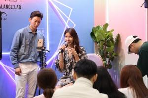 Visitors of C-festival are watching a talk show at Get it Beauty Con. Photo by Ko Yu-seon.