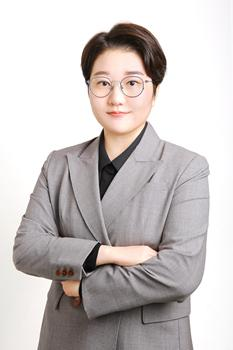 Lee Ji-won the co-chair, and the twenties representative of South Korea's first feminist party, the Women's Party.  Photo provided by Lee Ji-won
