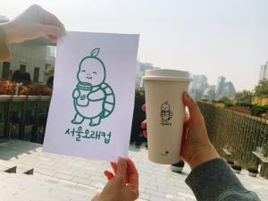 Seoul Olae-cup campaign, held in the Student Union building, is intended to reduce the use of disposable cups, raising awareness for environmental issues. Photo by Shen Yu-yan.