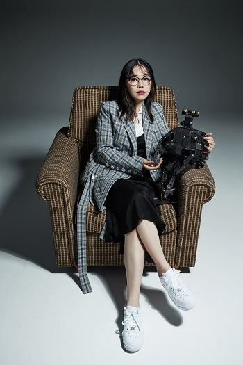 Lee Se-ri poses with her robot.Photo provided Lee Se-ri.