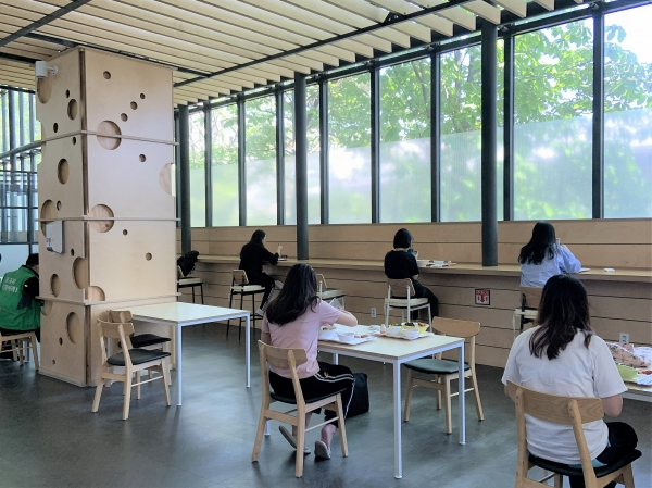Ewha Hanwoori House reopens cafeteria for their students and staff.