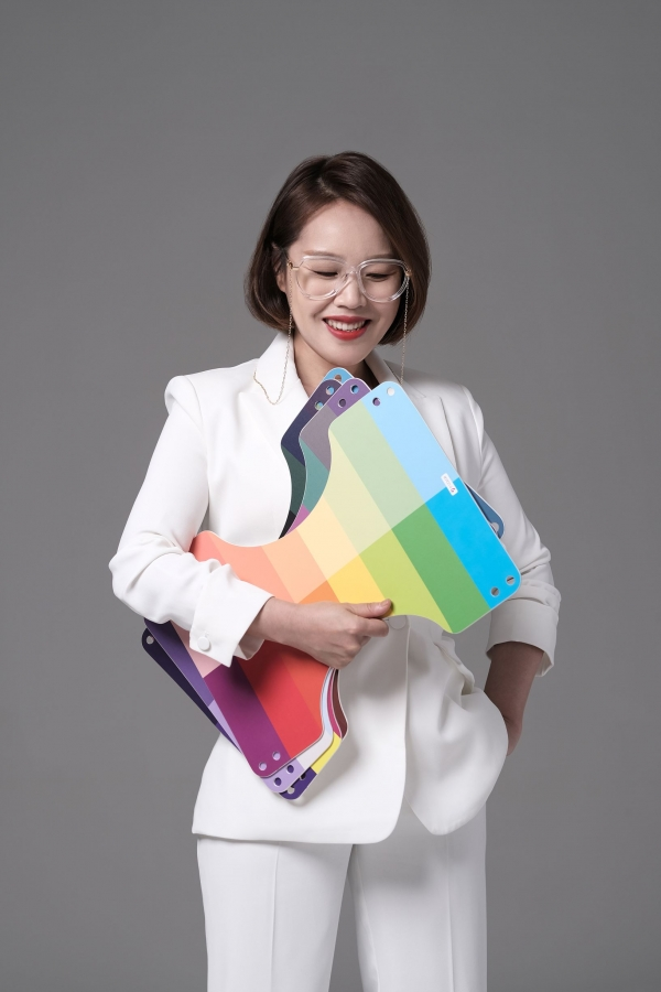 CEO Lee Yoon-seol helps people find their identity through personal colors. Photo provided by Lee Yoon-seol.